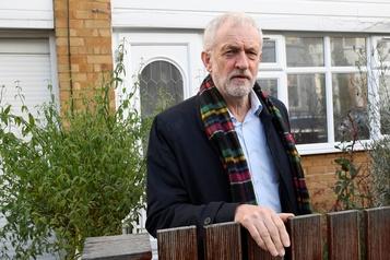 Jeremy Corbyn s'excuse après la défaite historique du Labour