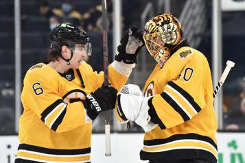 Les Bruins ont le dessus 4-1 sur les Islanders)