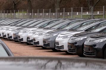 Volkswagen double ses ambitions électriques en Europe)