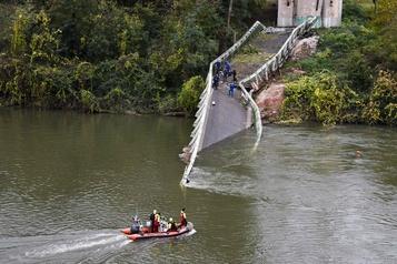 France: un camion de plus de 50 tonnes aurait causé l'effondrement d'un pont
