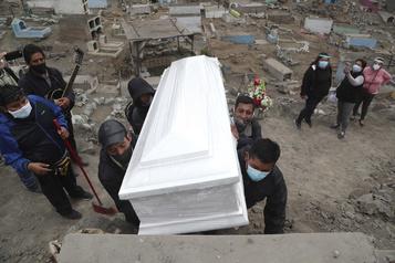 Le Pérou, le pays à la plus forte mortalité due à la COVID-19)