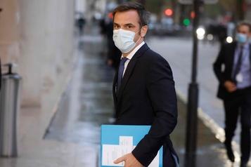 La France se dirige vers un reconfinement face à une épidémie galopante)