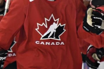 Équipe Canada junior Les Blancs gagnent le premier match intra-équipe4-2)