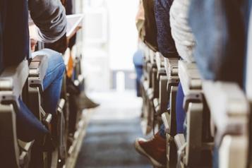 Les sièges d'avion trop étroits sont-ils sécuritaires?