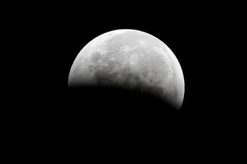 La Lune encore plus riche en eau que prévu)