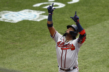 Les Braves battent les Phillies 5-2)