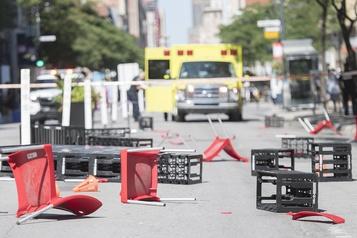 Un chauffard happe deux jeunes femmes sur la rue Sainte-Catherine )