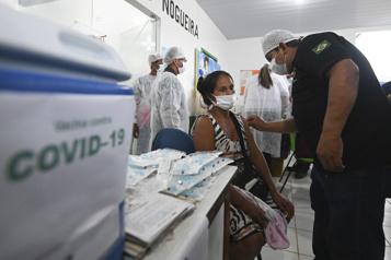COVID-19 au Brésil L'efficacité des vaccins remise en doute par Bolsonaro)
