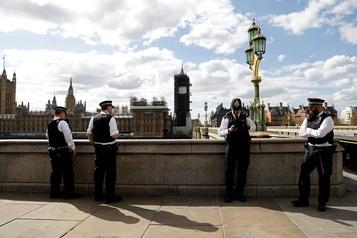 COVID-19: le Royaume-Uni dépasse les 5000 morts