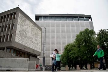 Des gravures de Picasso extraites d'un bâtiment d'Oslo)