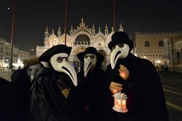 L'humour aux temps du corona : la Procession de la peste défile à Venise dans la bonne humeur