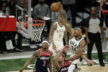 La victoire des Bucks face aux Wizards donne de l'espoir aux Raptors)