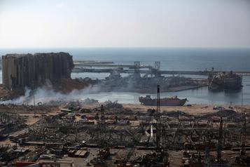 Explosions à Beyrouth: 16 fonctionnaires du port en détention)
