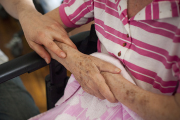 Population vieillissante Qui me guérira, qui me soignera? )