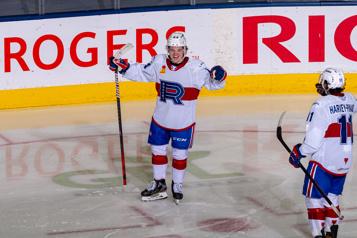 Rocket de Laval Cole Caufield marque deux buts à ses débuts professionnels)