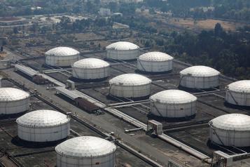 Le pétrole recule après le gonflement des stocks américains
