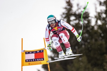 Ski alpin Vincent Kriechmayr survole la descente d'entraînement de Kitzbühel)