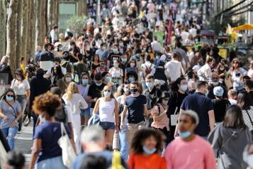 COVID-19 La France se libère du couvre-feu et du masque à l'extérieur)