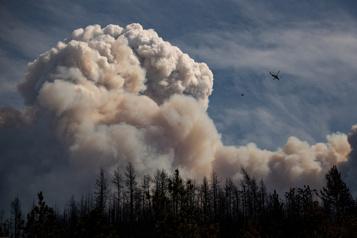 De plus en plus d'incendies de forêt maîtrisés en Colombie-Britannique)