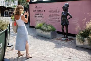 Londres Les admirateurs d'Amy Winehouse lui rendent hommage)