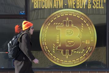 Le bitcoin dépasse les 10000 dollars pour la première fois depuis septembre