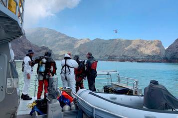 Éruption en Nouvelle-Zélande: des plongeurs à la recherche de corps