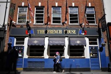 Les pubs britanniques luttent pour leur survie)
