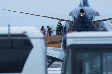 Coronavirus: le deuxième avion canadien parti de Chine arrive au pays