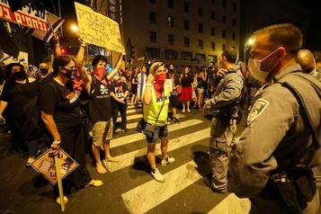 Israël: des milliers de manifestants anti-Nétanyahou malgré le reconfinement)