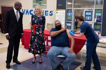 COVID-19 Les États-Unis atteignent l'objectif de vaccination fixé par Biden)
