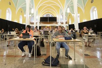 Université de Sherbrooke: des cours dans des églises et en plein air)