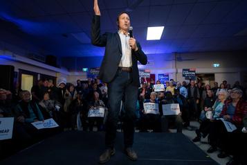Direction du PCC: Peter MacKay obtient l'appui de deux députés du Québec