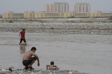 Ouïghours: Pékin défend ses camps controversés