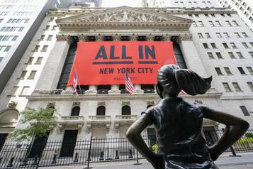 Wall Street profite du rebond de la technologie)