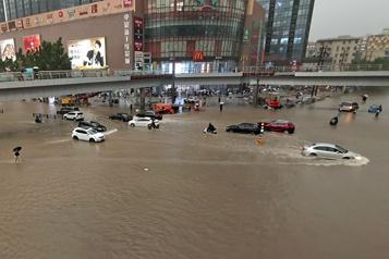 Intempéries en Chine Au moins 25 morts, le métro inondé)