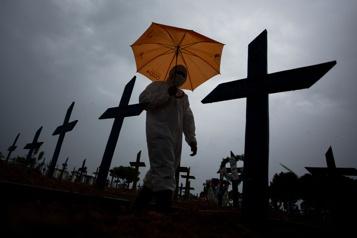 COVID-19 au Brésil Un sommet de 1641morts en 24heures)