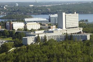 Université Laurentienne Ottawa et Québec inquiets de la disparition de programmes en français)