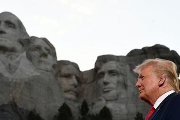 Trump vante une Amérique «forte» et «fière», reste discret sur la COVID-19)