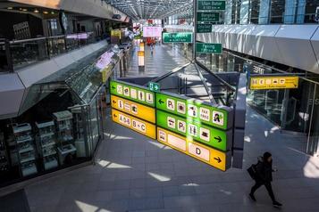 Les Berlinois disent adieu à l'aéroport Tegel)