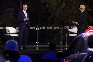 Jouant sur l'empathie et la colère anti-Trump, Biden retrouve les électeurs)
