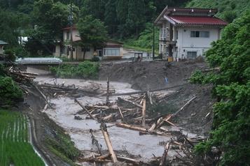 Pluies diluviennes au Japon: des milliers de foyers toujours coupés du monde)