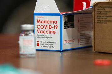 Vaccin Moderna investit pour hausser sa production)