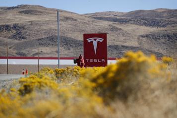Tesla veut réduire de moitié le coût des batteries)