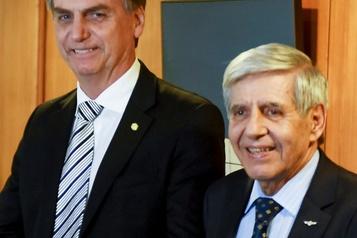 Deux ministres brésiliens déclarés positifs à la COVID-19