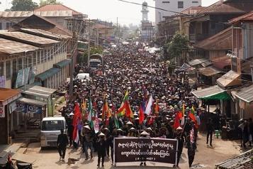 Birmanie Des rebelles assurent avoir abattu un hélicoptère de l'armée)