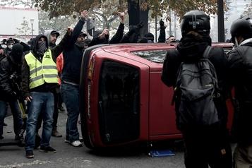 Affrontements à Paris alors que les «gilets jaunes» tentent de remobiliser