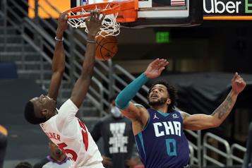 Les Raptors battent les Hornets111-108, 25points pour Boucher)