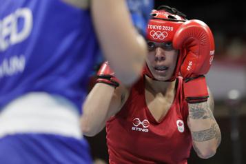 Boxe Tammara Thibeault s'incline face à une adversaire expérimentée)