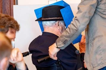 Allemagne: un ancien gardien de camp nazi s'excuse lors de son procès)