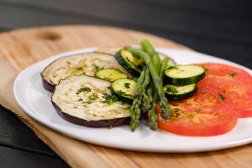 Salade de légumes cuits et grillés à l'émulsion de citron)